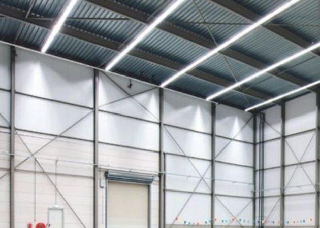 LED lichtbandsystem in bedrijfshal
