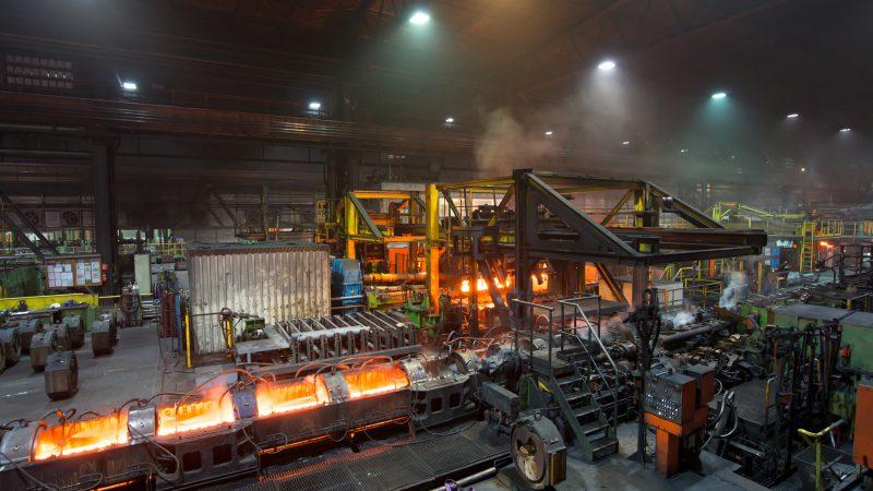Herstellung im Rohrwerk // Pipe Mill (industrieblick / Fotolia)